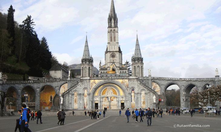 Basilica-del-rosario-Santuario-de-Lourdes-©Rutaenfamilia.com