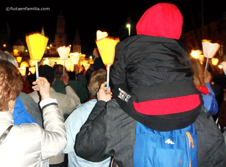 Lourdes-Procesión-de-las-antorchas-@rutaenfamilia