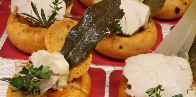 Bonito encebollado con cítricos del restaurante Cubiertos de Gloria para Gastrofestival