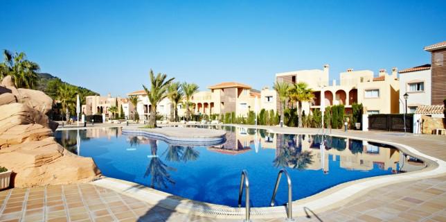 LaMangaClub-Las-Lomas-Village-La-Veranda-pool