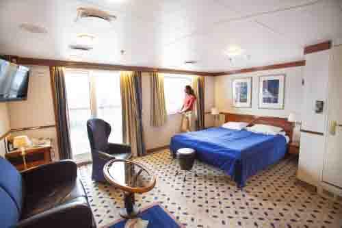Los camarotes familiares en el MSFinnmarken miden hasta 30 m2 repartidos en una o dos habitaciones, zona para sentarse, tv, minibar y balcón