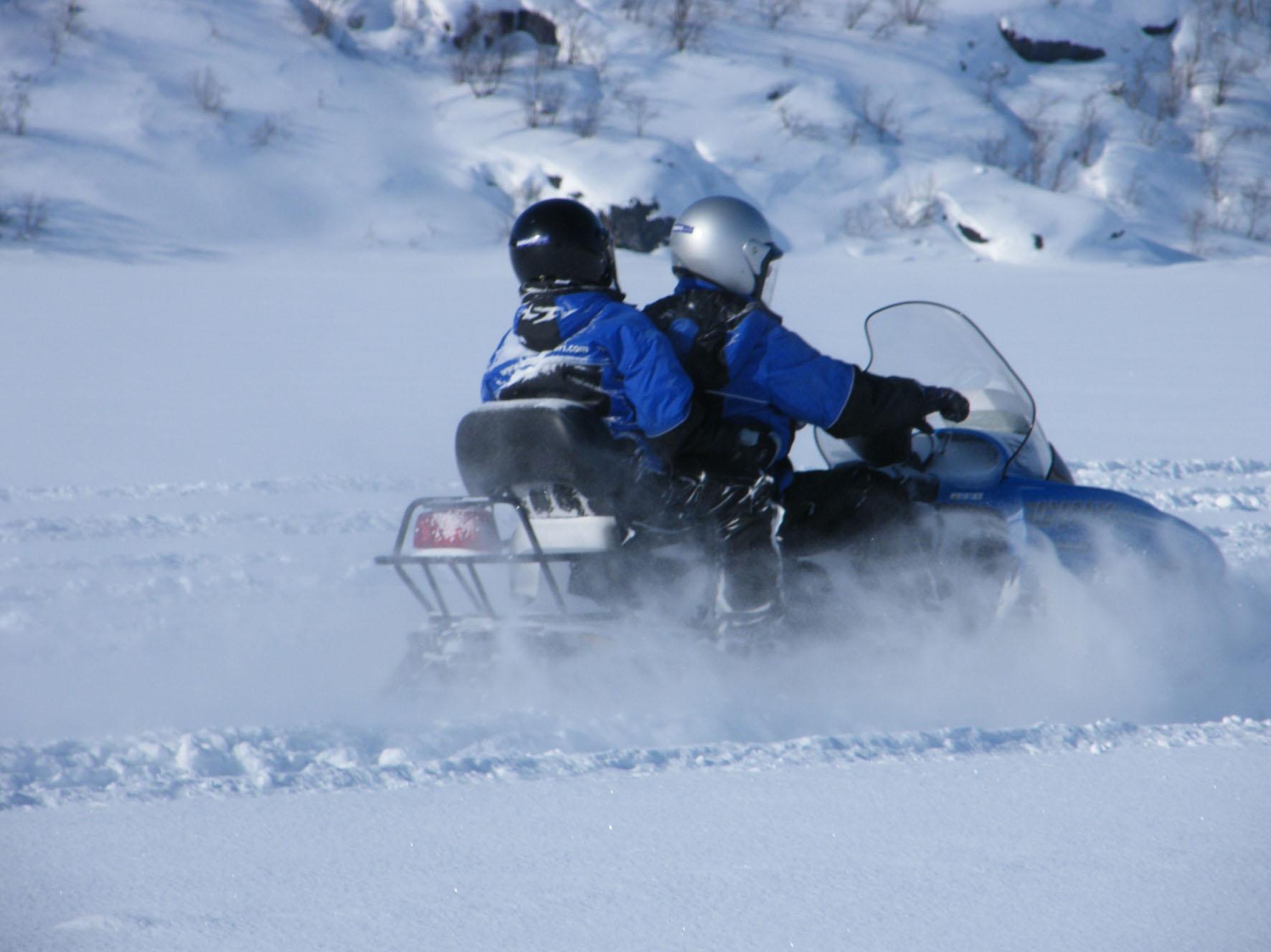 Safari en motos de nieve. Noruega