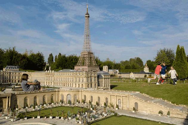 Versalles con París al fondo.