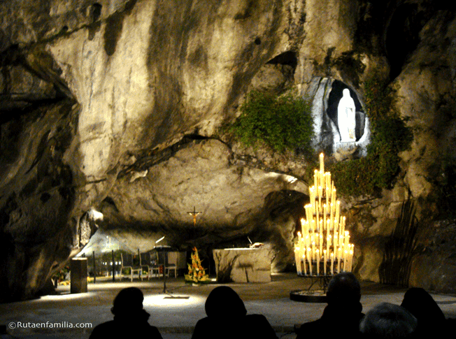 Santuario-de-Lourdes-la-Gruta-©Rutaenfamilia.com