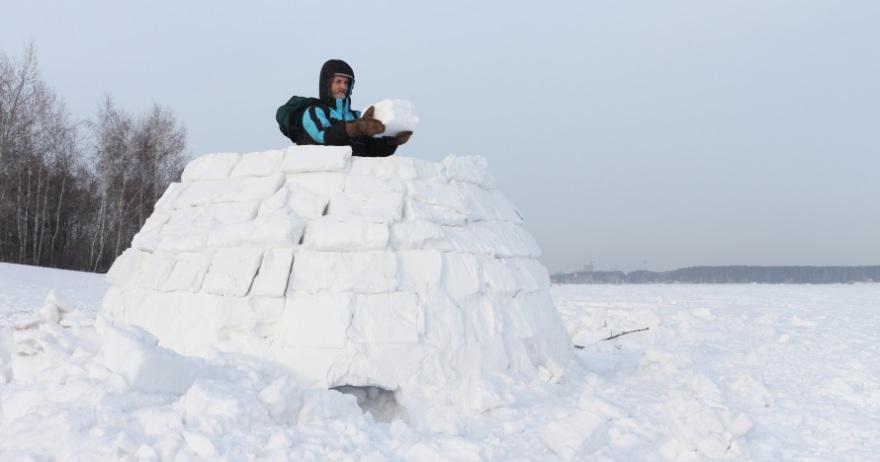 Construcción de iglús en Llavorsí2