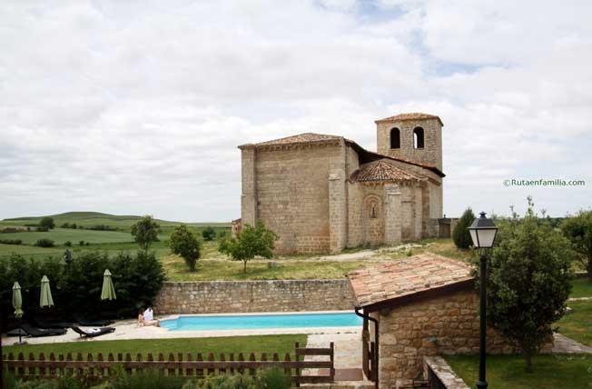 casarural-lasdevilladiego-iglesia-piscina