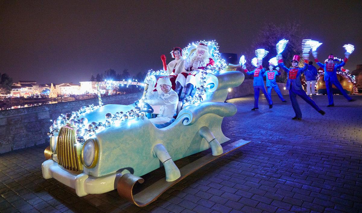 Parade de Navidad en Port Aventura Papá Noel