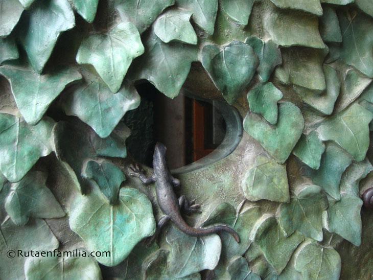 SagradaFamilia-Barcelona-lagartija