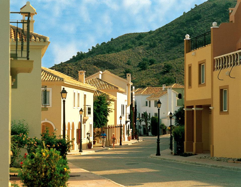 LaMangaClub-Las-Lomas-Village