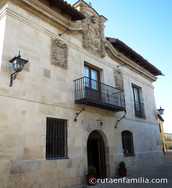 Concejo-Hospederia-fachada-Valoria-cigales