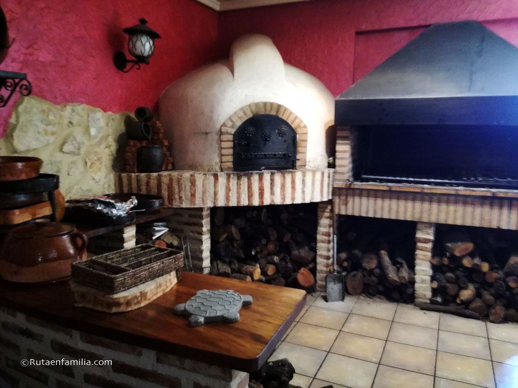 horno-lechazo-restauranteLaCasadelaPradera-Dueñas