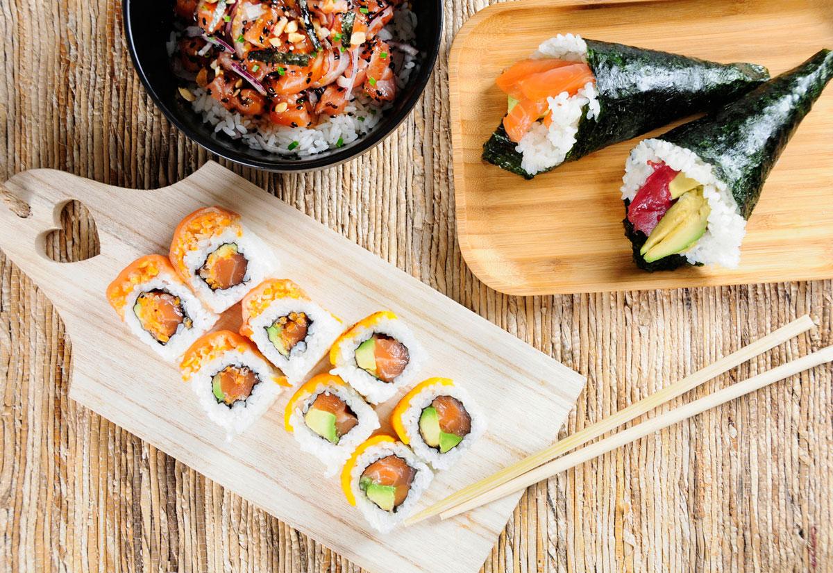 Salmón-cheddar-roll,-Temakis-variados-y-Poke-de-salmón,-Go!-Sushing