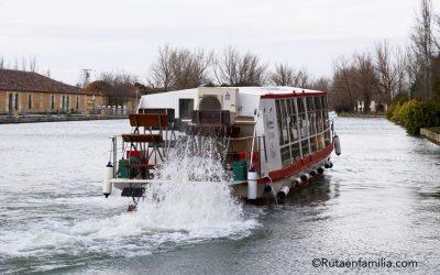 Tren turístico del Canal de Castilla en familia