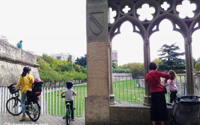 Descubriendo en familia los parques de Pamplona