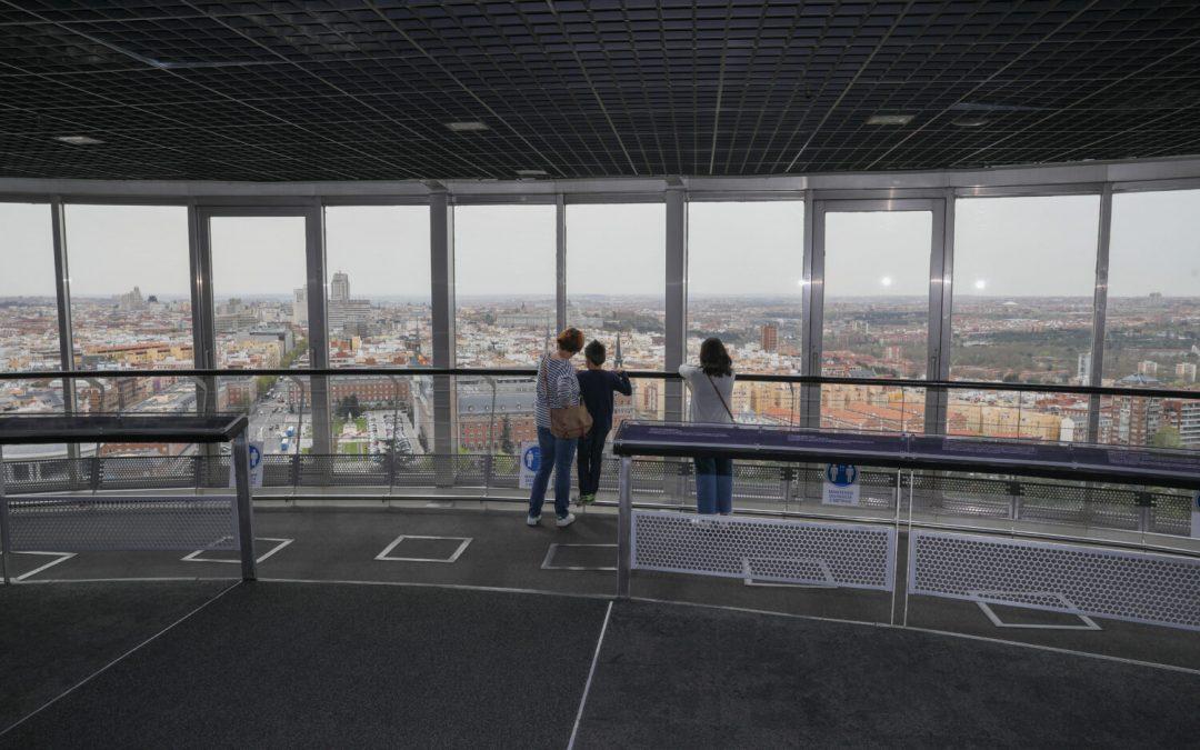 Reabre el Faro de Moncloa más accesible que nunca