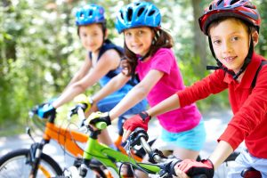 niños en mountain bike
