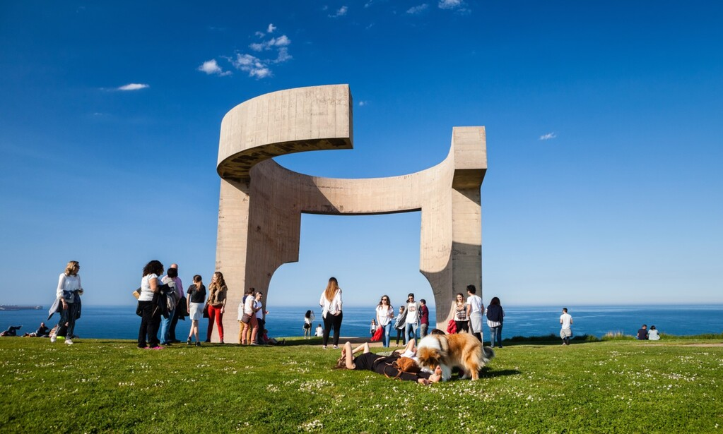 Gijón, escultura Elogio del Horizonte